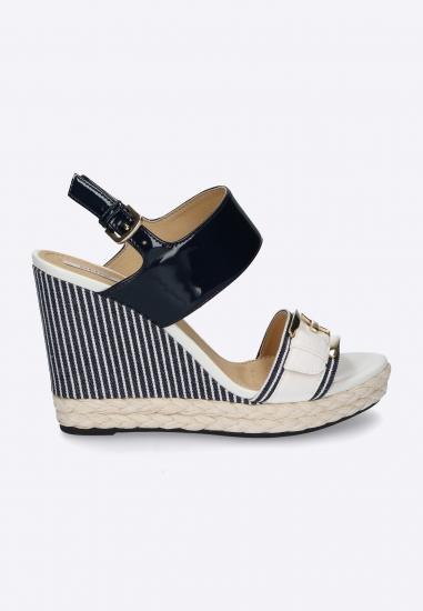 Kolorowe sandały na koturnie GEOX