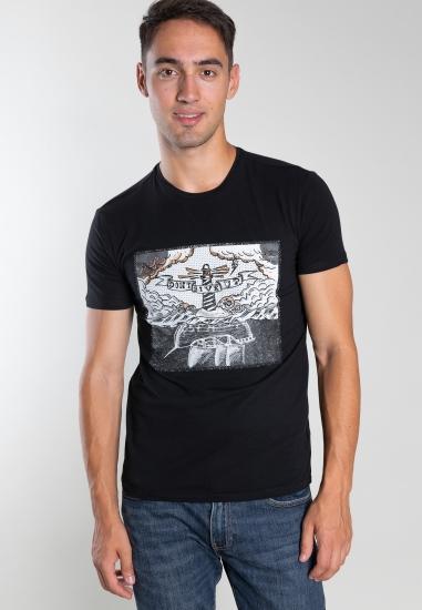 T-shirt z nadrukiem...