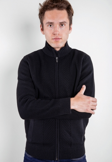 Sweter z łączonych...