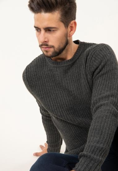 Ciepły sweter z domieszką...